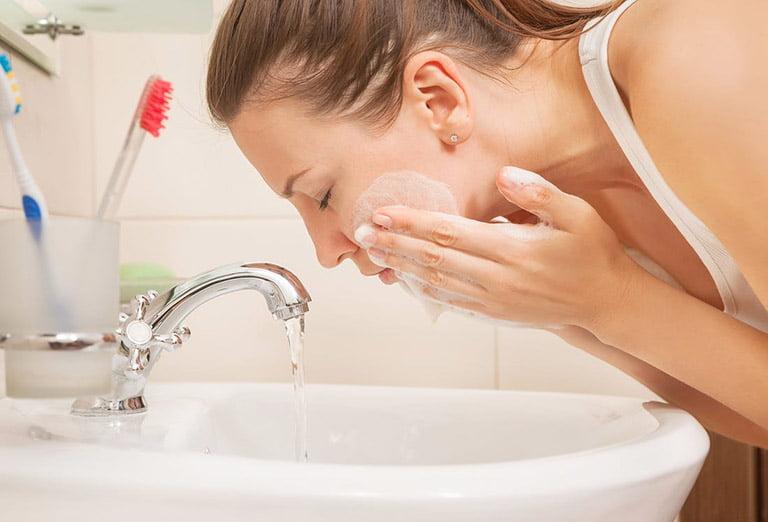 Sữa rửa mặt cho da mất nước tuyệt đối không chứa các thành phần này
