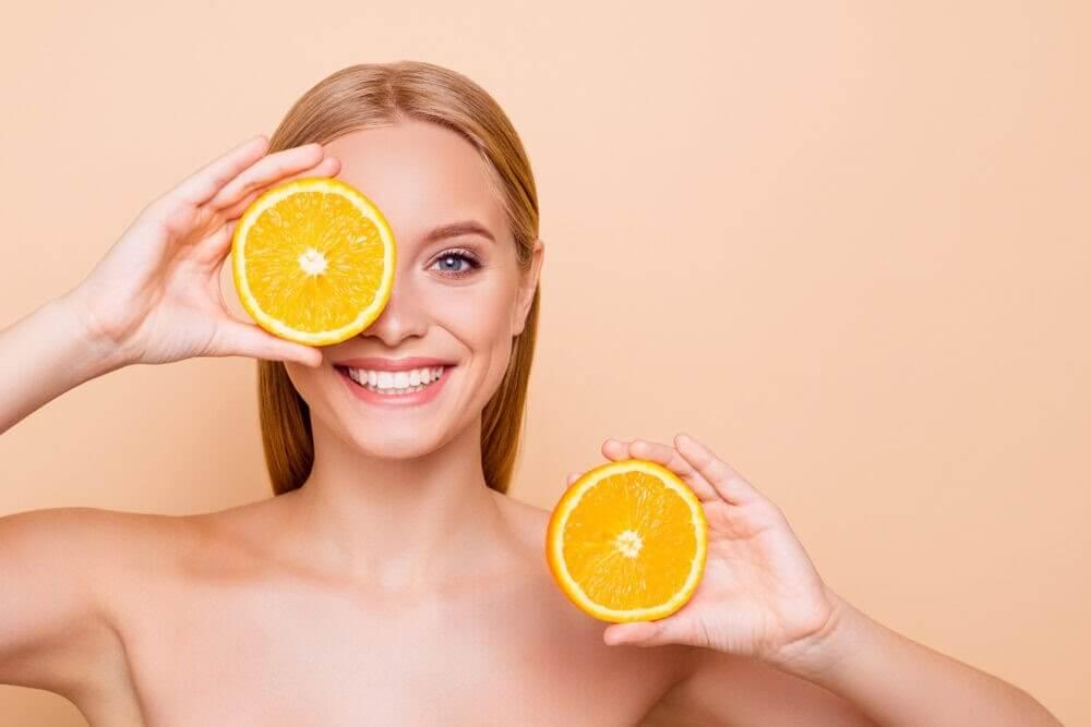 Cam là quả chứa nhiều vitamin C có tác dụng trị nám