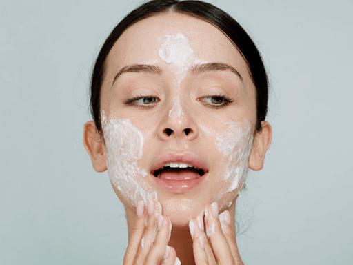 cách trị mụn cho da dầu nhạy cảm với mỹ phẩm