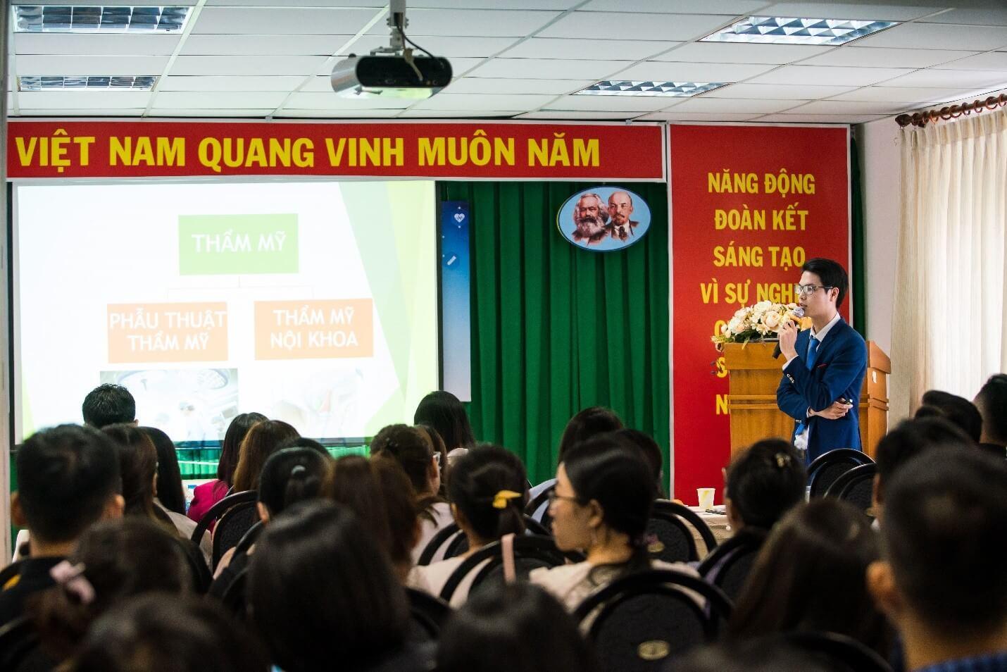 Bác sĩ Trịnh Quang Thế trình bày về cách lý biến chứng trong da liễu thẩm mỹ