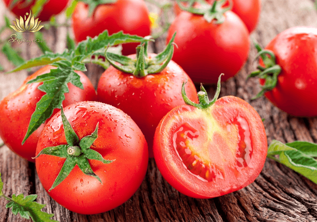 Cách chữa mụn đầu đen cà chua