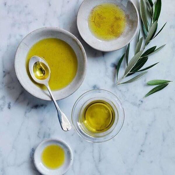 Dầu olive là thực phẩm giảm mụn