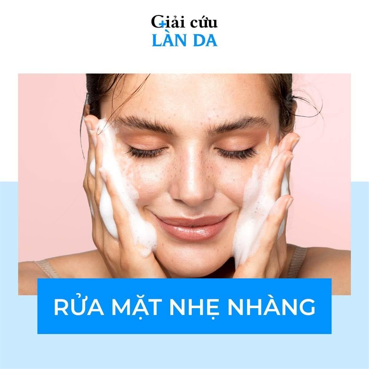 Rửa mặt là cách chăm sóc da mụn quan trọng
