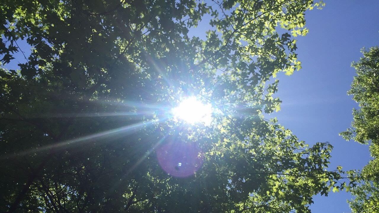 Ánh nắng mạnh tác động tiêu cực lên làn da