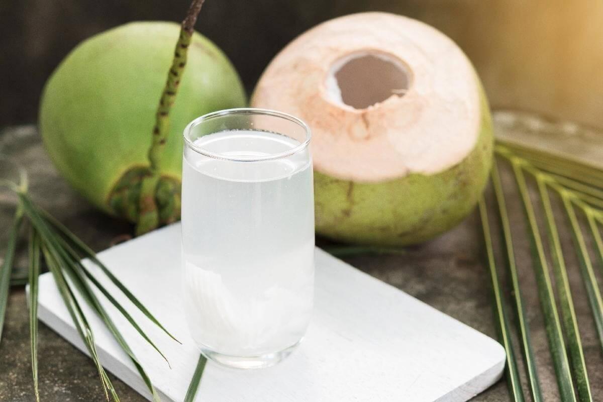 Thanh lọc cơ thể bằng nước dừa
