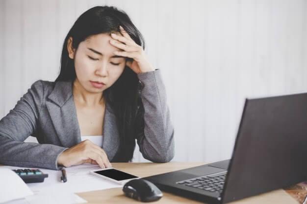 Làm việc quá căng thẳng và mệt mỏi